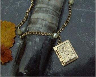 4 Bilderbuch Medaillon Armband - Antik Gold und Perlen