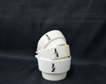 Vintage Ceramic Measuring Cups c. 1930's - Great style for your vintage kitchen!