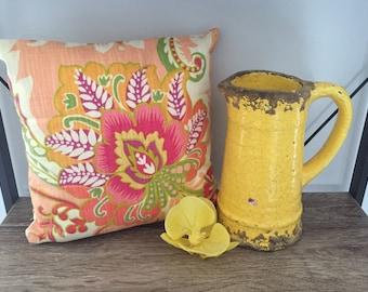 Decorative cushion, accent pillow, cushion, interior styling.