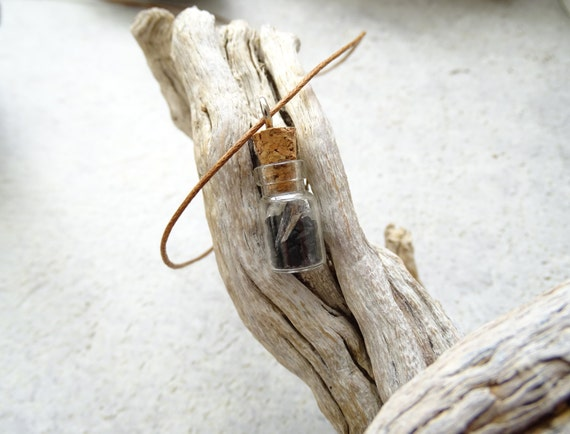 Protection Mini Bottle Necklace with Black salt, Clear Quartz and Black Kyanite,Gift Idea,プロテクション,浄化,ブラックソルト,クリアクオーツ,ブラックカイアナイト,小瓶ネックレス
