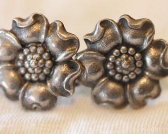 Vintage sterling silver flower earrings screw on