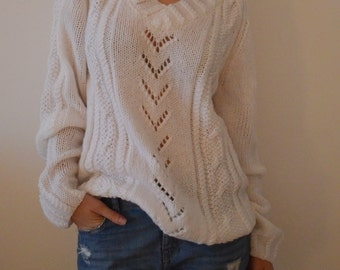 Sweater/ Pullover/ White Sweater