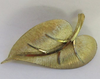 BSK Leaf  Brooch Brushed Gold Tone Vintage  Costume Jewelry Pin ( c94)