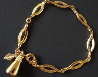 Vintage Sarah Coventry Signed Gold Tone Linked Bracelet with Charm.