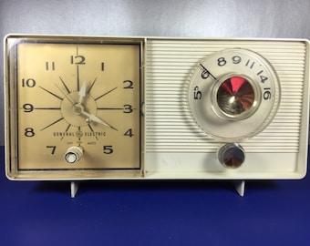 Clock AM Radio /General Electric