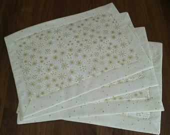 Placemats.  Set of 4 fabric heat resistant christmas snowflakes mats dining