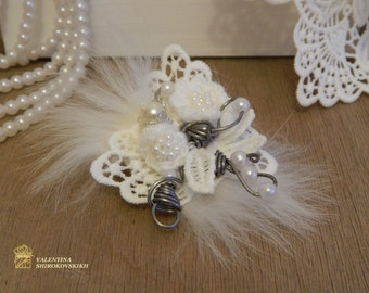 Crochet Flower Brooch With Glass Pearls. Wedding Brooch.