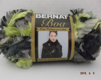 Bernat Boa Yarn ~ 100 Grams ~ 129 Yards ~ Green/Grey ~ # 5 Bulky ~
