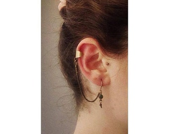 Great Earcuff Earring with little green stone * antique style * golden *