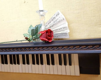 Elegant Piano Shelf with full 88 Keys