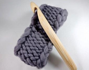 25mm giant crochet hook, U Size Crochet hook, Giant crochet hook, Giant Knitting, extreme crochet hook.