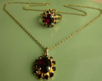 Lovely vintage 1950s goldtone garnet crystal necklace and ring