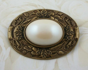 Tranquil Pearl Pin With Ornate Details in Antiqued Brass