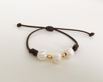 Adjustable Leather Bracelet with Pearl Trio