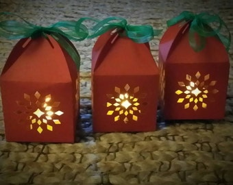 Paper Lanterns. Snowflake Lanterns. Decorative Lights. Christmas Decorations. Christmas Lanterns. DIY Craft Project.