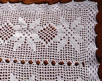 Vintage Lace Table Runner. Filet Crochet White Cotton Lace Rectangular Table Runner. RBT0254
