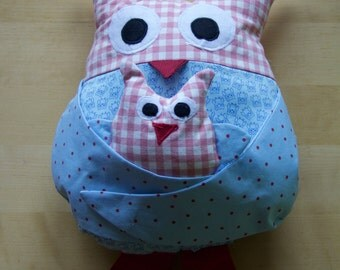 Owls cuddle pillow with baby (blue and pink)