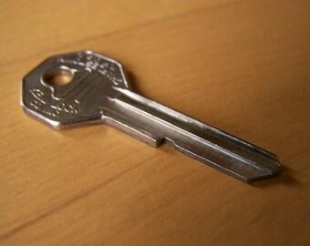 Vintage Keil Lock Co. General Motors key - blank