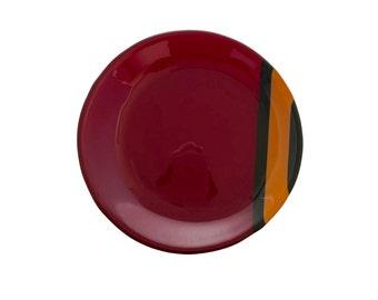 Red plate with orange stipe between black