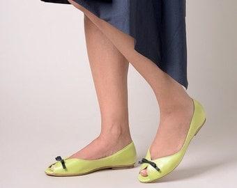 Green flats, Green shoes, Wedding shoes, Peep toe shoes, Party shoes, Peep toe flats, bridesmaid flats, bridesmaid shoes, ballerina shoes
