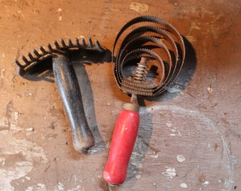 Horse grooming curry combs