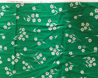 "Vintage 1960s Kelly Green Cotton Floral Fabric — 84"" x 45"""