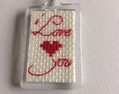 Cross-stitch key ring 'I Love You'.