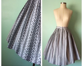 1950s Black and White Embroidered Print Skirt
