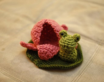 Frog and Lily pad : Crochet Toy