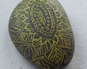 PAPERWEIGHT with MANDALA, decorated in yellow stone