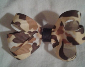 Basic Boutique Bow on clip