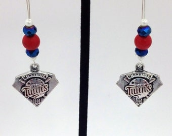 1 Pair -  Minnesota Twins Theme Dangle Beaded Earrings Brass Ear wire Kidney Style EAR0026