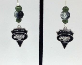 1 Pair - New York Jets Theme Dangle Beaded Earrings Brass Ear wire Kidney Style EAR0063