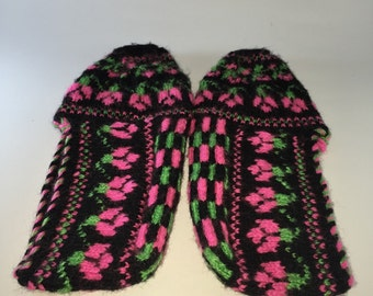 Womens slippers , women booties , house shoes , yarn slippers , handmade slippers