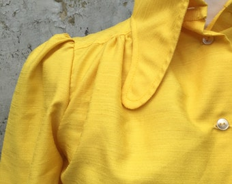 funky bright yellow 70s vintage blouse puff sleeves and rounded collars | size small