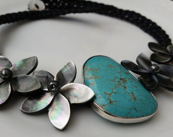 Shell flower necklace with large sized genuine turqupise