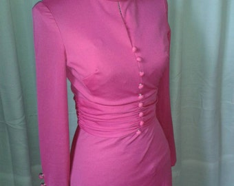 1970s Pink dress UK size 8.Long sleeves, zip up back, gathered material round middle and button detail.70s dress. Hips 36-37.5, bust 34-35.5