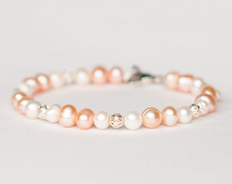Beautiful Bracelet with Freshwater Pearls and Silver Beads