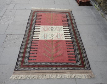 Persian rug,kilim rug,flat-woven and brocaded rug,vintage rug,cottage decor,tapis persan,persichenteppich,67'' x 42'' inches,persisk taeppe