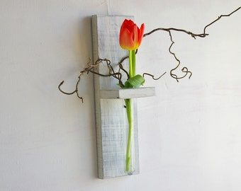Wall vase of pallet wood white for flowers shabby style