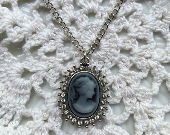 Elegant Victorian Cameo Style Pendant Necklace