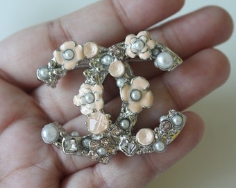 Vintage CC Brooch silver and pearl flower women accessories