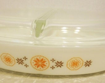 Pyrex Town & Country 1 1/2 qt Divided Casserole w Lid