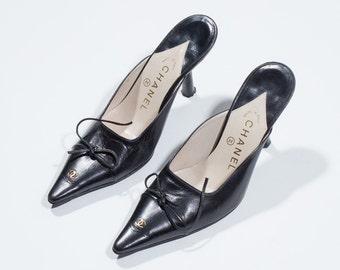 Chanel Black Leather Court shoe-Black leather Court shoes