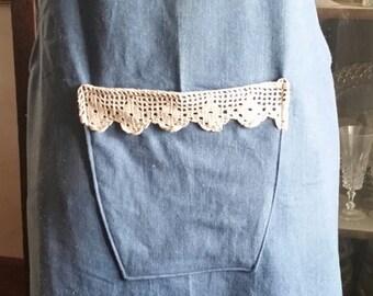 Denin no tie Aropn with crochet trim pocket