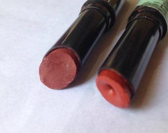 אודם טבעוני בגוון אדום / ורוד עתיק איפור וטיפוח טבעי המספק הגנה קלה מקרינת השמש מעניק לחות לעור השפתיים  Mineral VEGN balm holistickmakeup