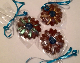 12 chocolate daisy lollipops mothers day luncheon favors garden party favor spring party wedding bridal shower. beautiful ideas. Home Design Ideas