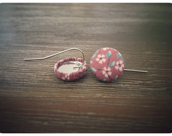 Pink and White Earrings. Vintage Floral Pattern Fabric. Handmade Earrings. Fabric Covered Button Earrings. Stud Earrings. Clip On Earrings.