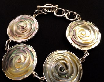 Mother of Pearl, framed in Mexican law.925 silver bracelet