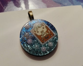 Cabochon with Kitty in the trunk